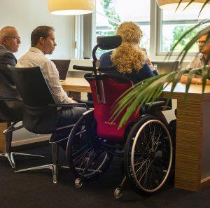 rolstoelers in kantoor