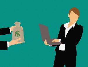 Persoon met zakje geld en een persoon met een laptop